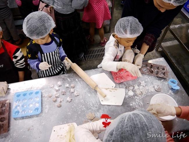 ▌新北樹林。親子DIY▌黑丸嫩仙草觀光工廠。手作DIY療癒造型芋圓