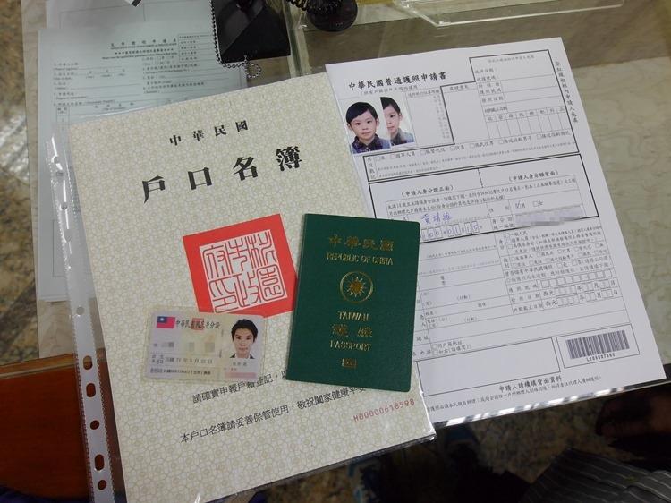 第一次幫孩子新辦護照超容易。免委託旅行社自己辦省錢又安全