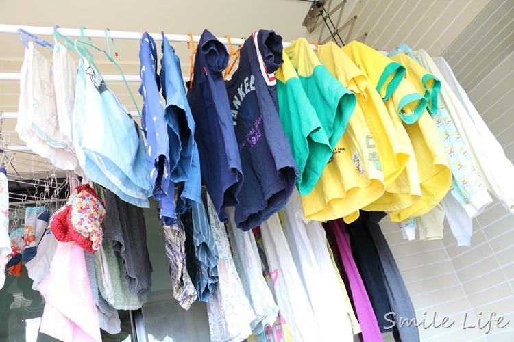 媽媽衣服免刷到歪腰。一匙靈除菌去漬液 讓野孩子也能一身潔淨白