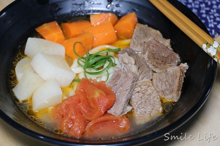 有了不插電神助手「SADOMAIN仙德曼輕量燜燒提鍋」。就能煮出一鍋到底又免顧鍋的「美味番茄牛肉湯」