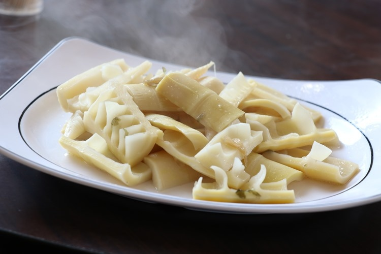 ▌宜蘭必吃美食▌古法甕烤「大嵌城甕仔雞」。皮脆肉質鮮嫩多汁手扒最夠味!