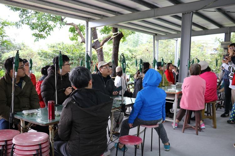 ▌宜蘭親子景點▌「祥語有機農場」採茶小童+綠茶龍鬚糖DIY+客製刻茶杯