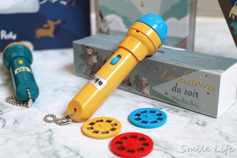 ▌聰明教具▌法國Moulin Roty故事手電筒。在家也能享受迷你電影院+免燙轉印貼紙/姓名貼