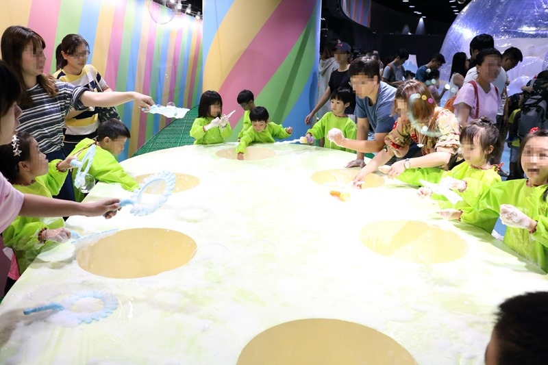 ▌暑假親子展覽▌必訪網美打卡點「瘋狂泡泡實驗室特展」。大人小孩都瘋逛的夢幻泡泡樂園
