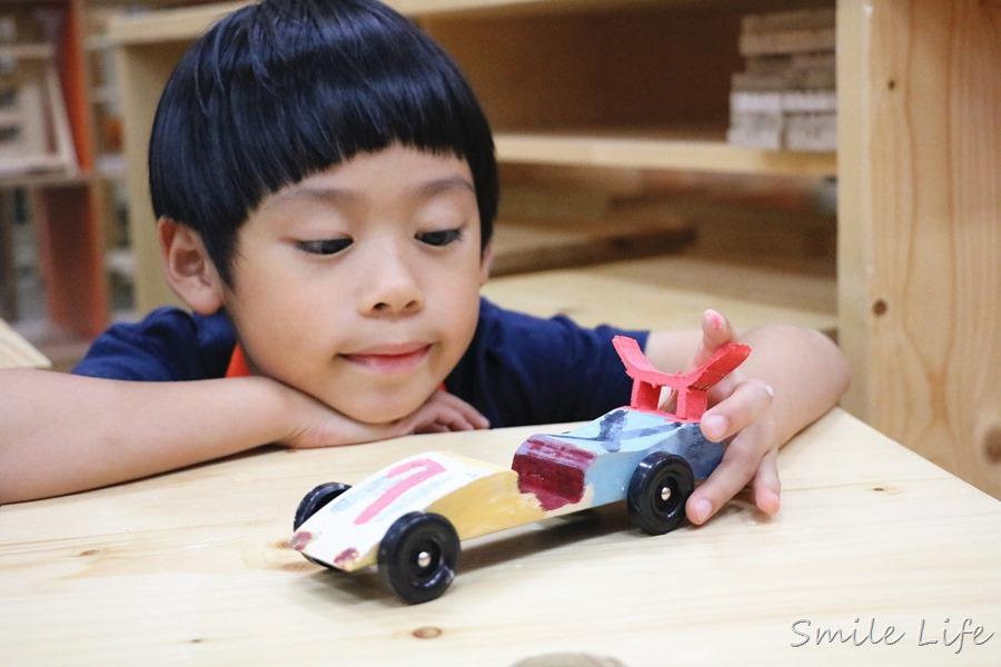 ▌親子手作教室▌特力屋手創空間小小職人體驗營-DIY專屬極速俯衝車。還有園藝師、小小木匠、一日店長、救火隊課程豐富