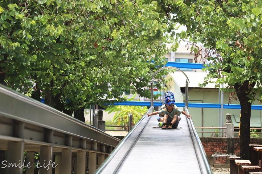 ▌台南景點▌佳福寺超長滾輪型溜滑梯。免門票,可野餐、烤肉,還有兒童小樂園