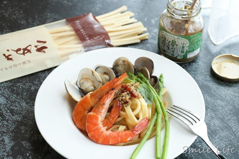 ▌食譜▌日本讚岐生義大利麵「鮮蝦蚵蜊青醬拌麵」。維媽食譜