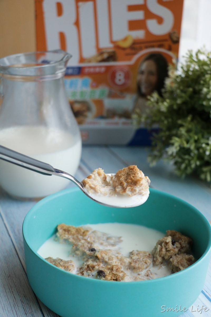高纖、高鐵、高鈣。小朋友最愛營養早餐。「超厚Weet-Bix 澳洲全榖片」全穀飲食不分年齡