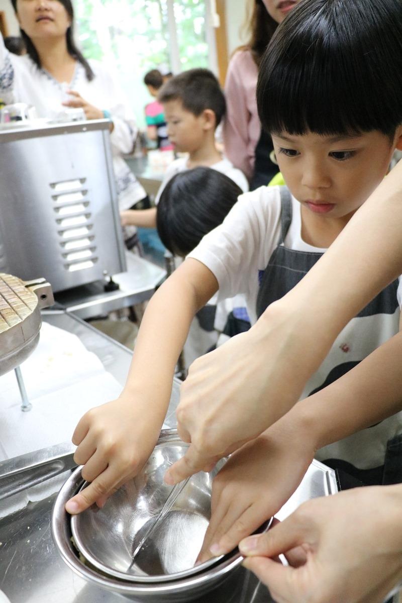▌北海道親子旅行5天4夜▌ Day3。富良野起司工坊-手作冰淇淋DIY