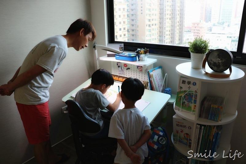 ▌兒童家俱▌MIT第一博士360度旋轉書櫃。小空間大大藏書量。美化居家空間