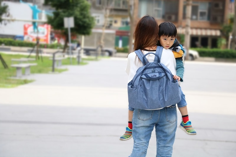 ▌穿搭▌英國smarTrike–toTs 五合一時尚媽媽包+死黨聯盟造型童包/手提包/圍兜兜