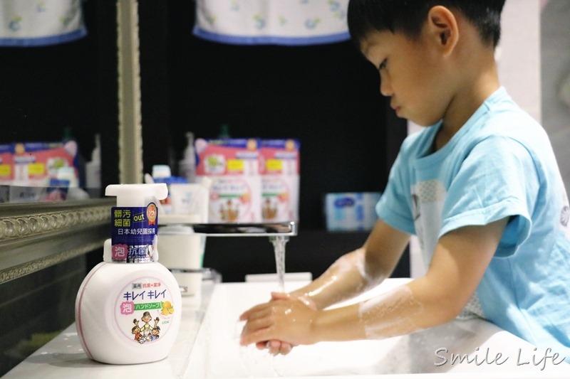 滿足泡泡控讓孩子愛上洗手。日本幼兒園都在用的「日本獅王趣淨洗手慕斯」日韓銷售TOP1