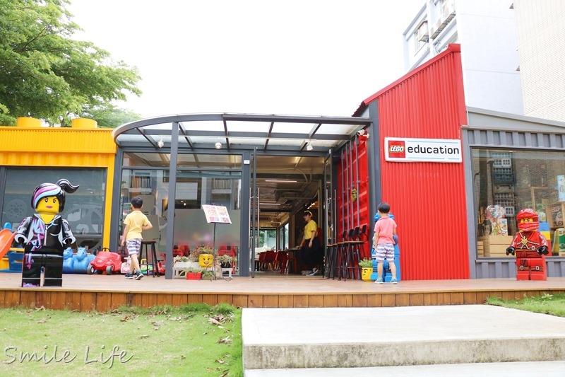 ▌桃園親子餐廳▌Brick Maker 玩樂磚家-樂高主題親子餐廳。積木火車快遞送飛鏢PIZZA,還有酷炫樂高機器人