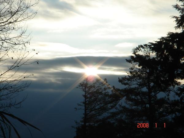 千呼萬盼始出來的阿里山日出