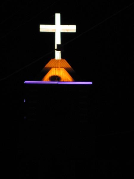 鐘塔和十字架夜照1.jpg