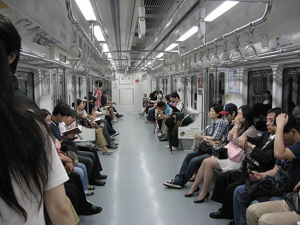 廣闊的韓國電車