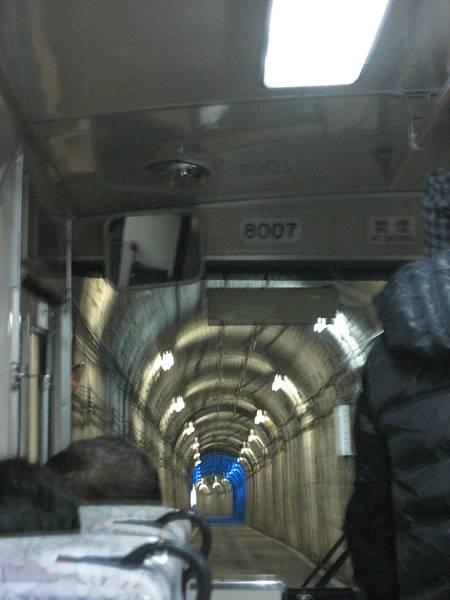 隧道電氣公車