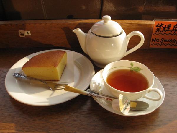 旋轉餐廳裡的下午茶