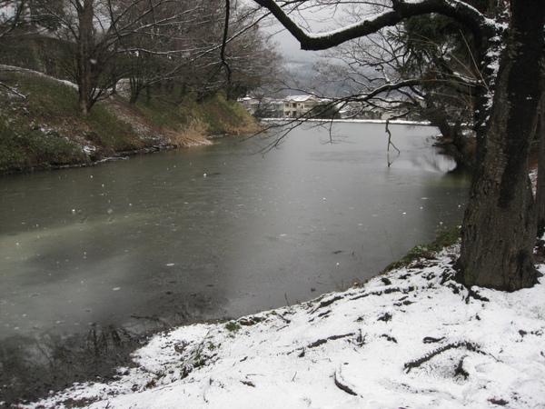 結薄冰的護城河