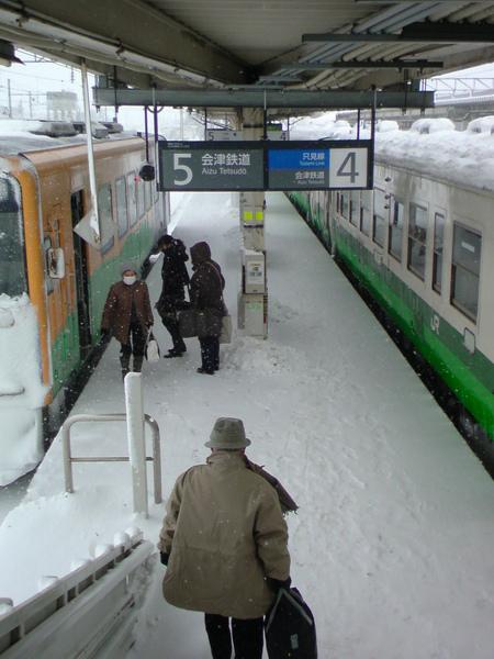 積雪的月台