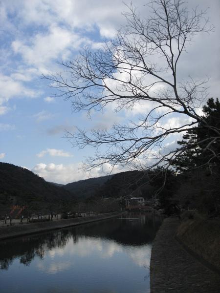 藍天白雲宇治川