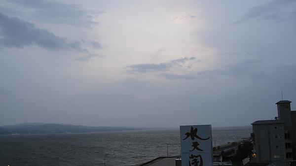 夾雜沙塵暴的日本海