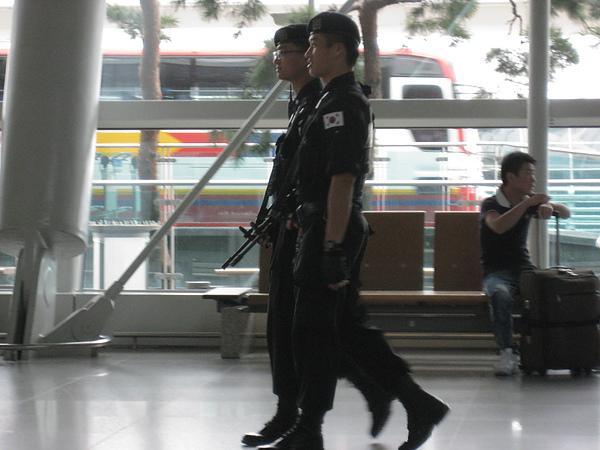 南韓武警2