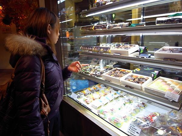 choosing cake.............