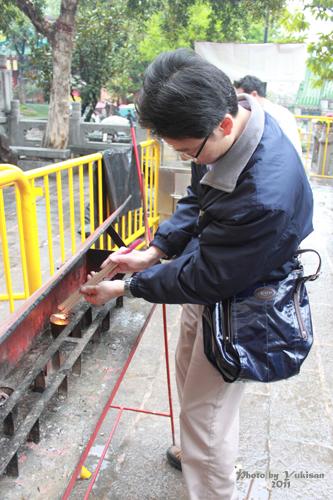 2011040110 2011香港探親血拼自由行(9)黃大仙廟雨好大哩!