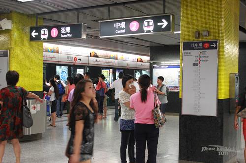 2011083002 2011香港二度血拼自由行(4)中環H&M旗艦店買不停手