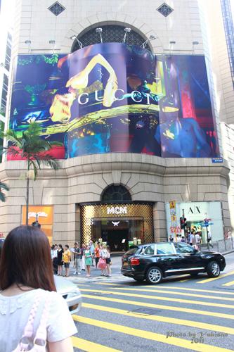 2011083006 2011香港二度血拼自由行(4)中環H&M旗艦店買不停手