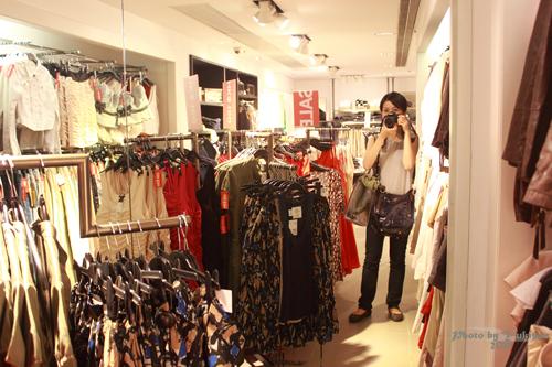 2011083008 2011香港二度血拼自由行(4)中環H&M旗艦店買不停手