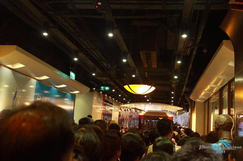 2011121907 2011香港二度血拼自由行(15)排超久的太平山山頂纜車