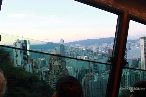 2011121911 2011香港二度血拼自由行(15)排超久的太平山山頂纜車