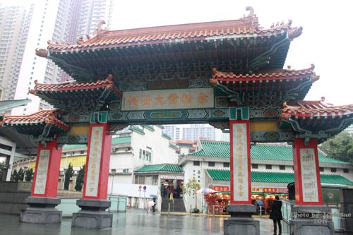 2011040137 2011香港探親血拼自由行(9)黃大仙廟雨好大哩!