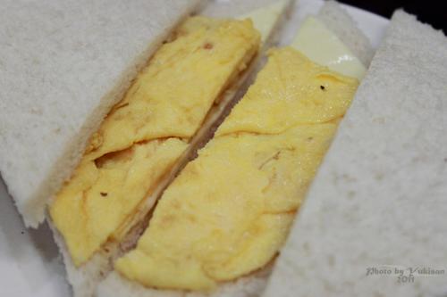 2011041611 2011香港探親血拼自由行(17)義順牛奶公司的燉奶超好味