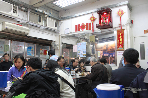 2011041403 2011香港探親血拼自由行(16)評價不高的廟街興記煲仔飯