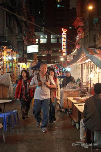2011041417 2011香港探親血拼自由行(16)評價不高的廟街興記煲仔飯