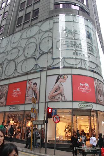 2011032447 2011香港探親血拼自由行(4)中環H&M旗艦店好好買