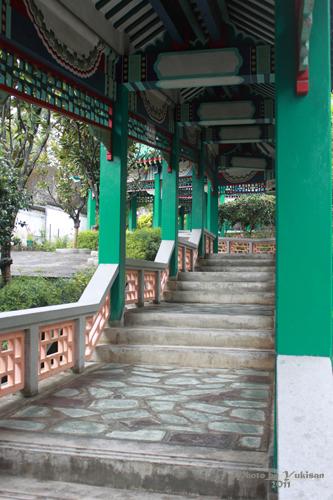 2011040130 2011香港探親血拼自由行(9)黃大仙廟雨好大哩!