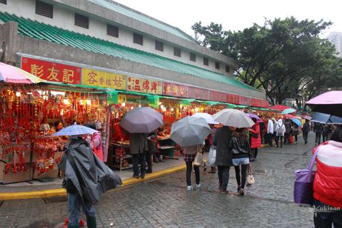 2011040106 2011香港探親血拼自由行(9)黃大仙廟雨好大哩!