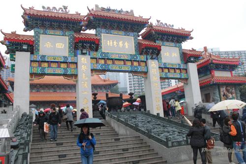 2011040114 2011香港探親血拼自由行(9)黃大仙廟雨好大哩!