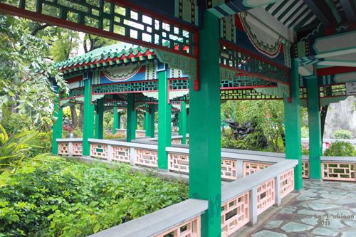 2011040131 2011香港探親血拼自由行(9)黃大仙廟雨好大哩!