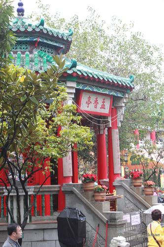 2011040107 2011香港探親血拼自由行(9)黃大仙廟雨好大哩!