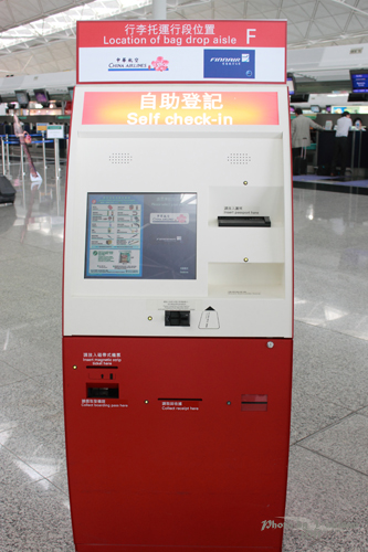 2011041804 2011香港探親血拼自由行(18)香港機場預辦登機、預掛行李