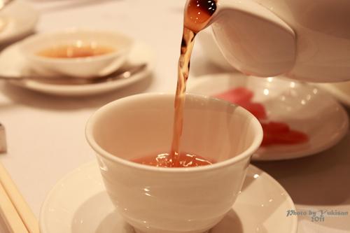 2011040716 2011香港探親血拼自由行(11)鏞記酒家吃飛天燒鵝