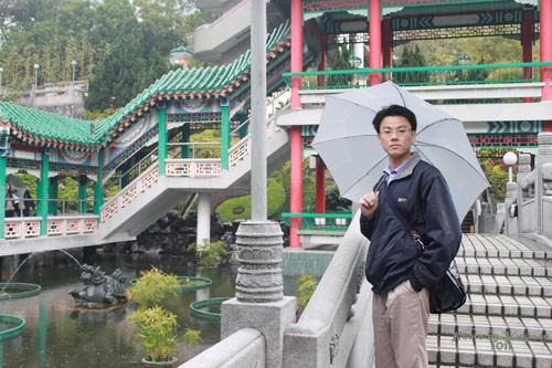 2011040125 2011香港探親血拼自由行(9)黃大仙廟雨好大哩!