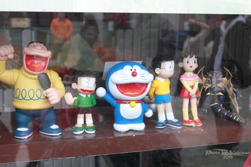 2011042517 2011香港探親血拼自由行(20)昂坪市集東摸西摸