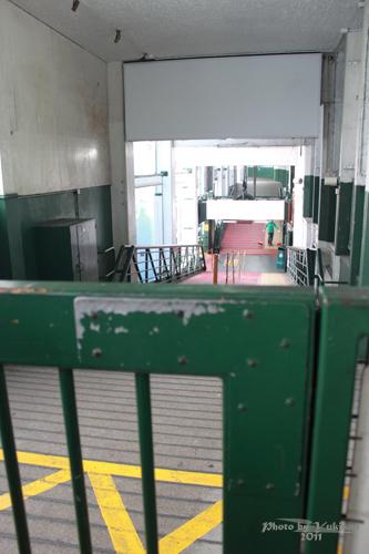 2011041033 2011香港探親血拼自由行(13)天星小輪橫渡維多利亞港