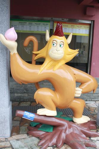 2011042512 2011香港探親血拼自由行(20)昂坪市集東摸西摸